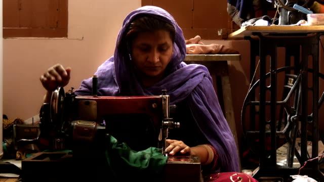 india-seamstress-en-el-trabajo