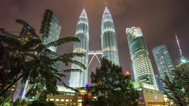 Malasia-petronas-de-Parque-KLCC-luz-de-noche-doble-panorama-de-mall-Torres-suria-k-4-lapso-de-tiempo