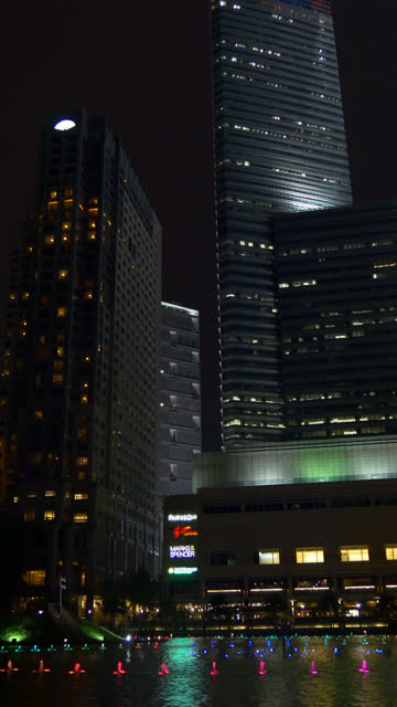 Malasia-vertical-kuala-lumpur-klcc-centro-comercial-noche-tiempo-fuente-panorama-4k