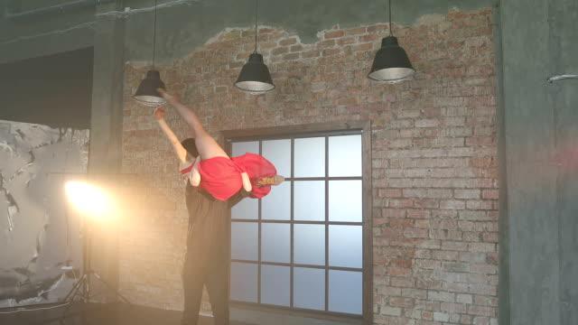 Professional-couple-dancing-tango-in-retro-studio-
