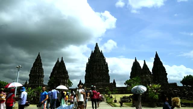 Zeitraffer-der-Touristen-am-Prambanan-Tempel