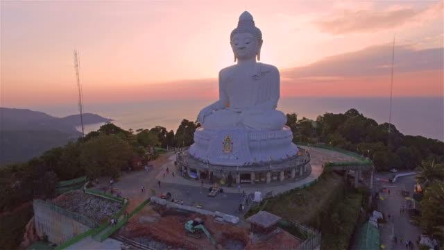 puesta-del-sol-en-la-vista-aérea-en-Phuket-Tailandia-de-Buda-grande