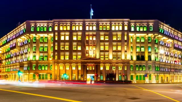Lapso-de-tiempo-de-colorido-edificio-de-la-ciudad-Singapur-4K-de-noche-(zoom-out)