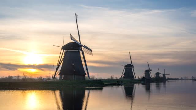 Dutch-Windmill-sunrise-time-lapse-at-Kinderdijk-Village-Netherlands-4K-timelapse