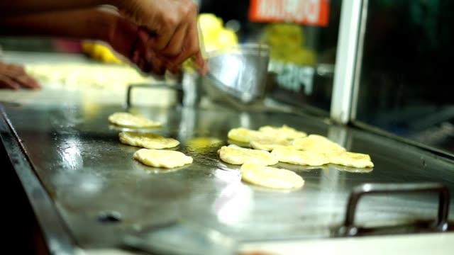 Vendor-Frying-Roti-canai/Indian-flat-bread-at-street-food-market