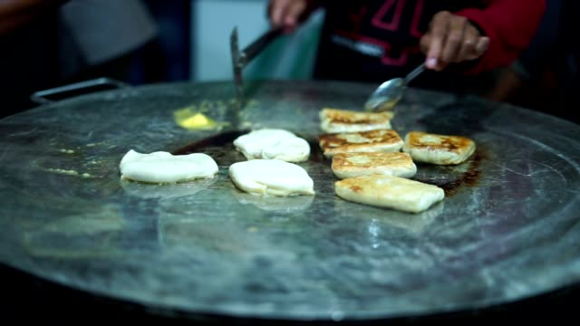 Street-Food-Vendor-making-Roti-Canai-on-a-frying-pan