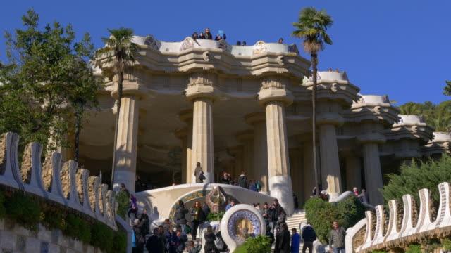 sunny-day-gaudi-crowded-tourist-entrance-4k-barcelona-spain