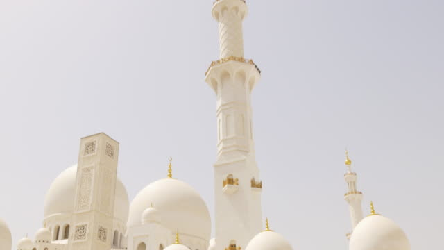 sun-light-main-uae-mosque-front-tower-4k
