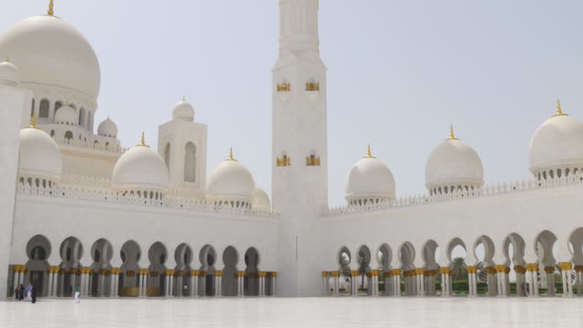 uae-summer-time-day-light-main-mosque-down-to-top-4k