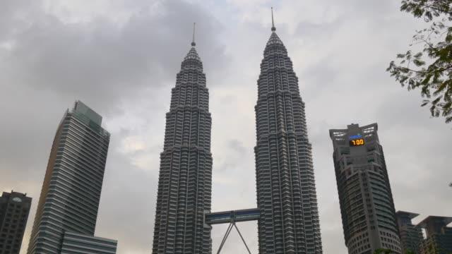malaysia-storm-sky-evening-famous-kuala-lumpur-petronas-twin-tower
