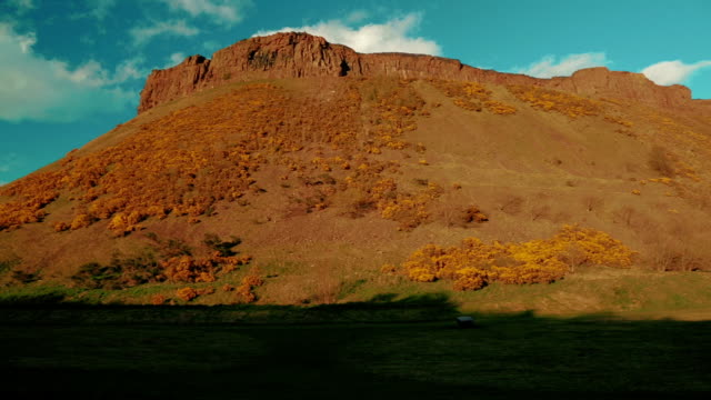 Panoramic-view-of-the-Holyrood-Park-and-Arthurs-Seat-in-Edinburgh-Scotland-UK