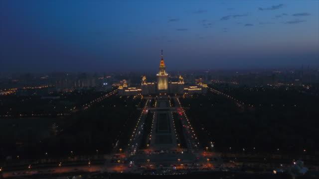 Rusia-noche-luz-Moscú-estado-Universidad-sparrow-hills-aérea-panorama-4k