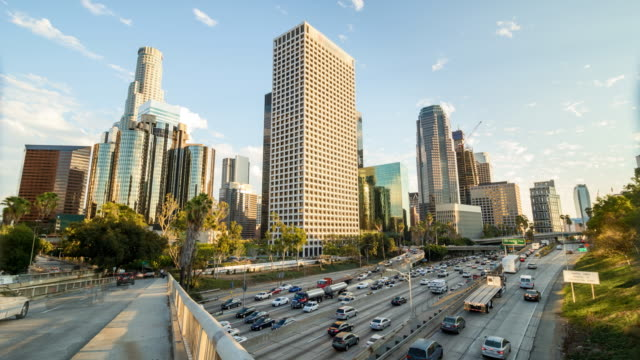 Downtown-Los-Angeles-goldene-Stunde-und-Rush-Hour-Traffic-Tag-Timelapse