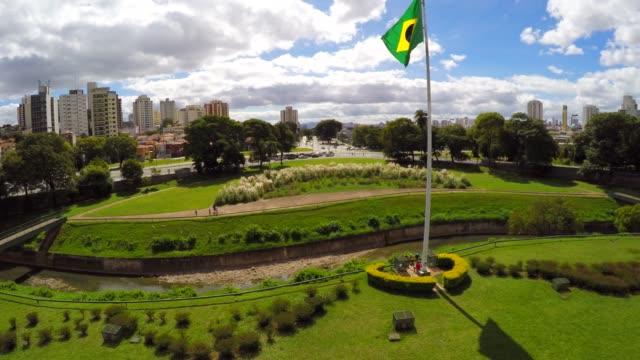 Brasilianische-Flagge-auf-Ipiranga-Sao-Paulo-Brasilien