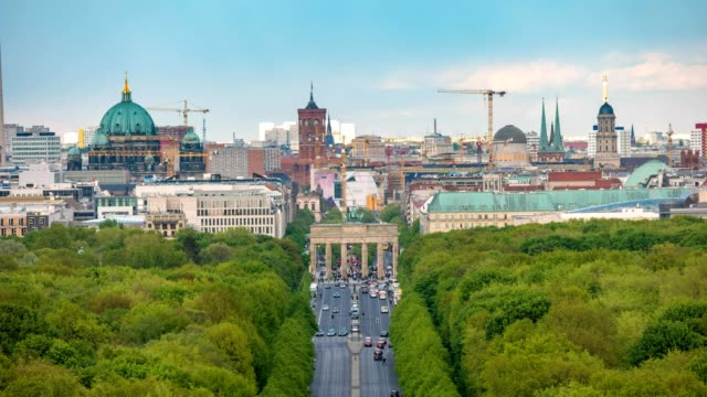 Berlin-city-skyline-timelapse-at-Brandenburg-Gate-and-Tier-Garden-Berlin-Germany-4K-Time-lapse
