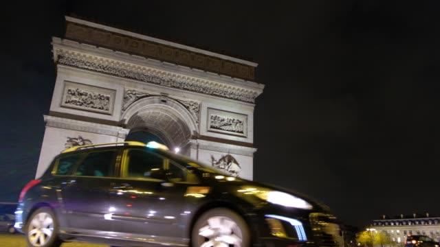 Night-view-of-the-Arc-de-Triomphe-at-champs-elysees-with-vehicular-traffic
