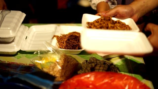 Street-Food-Vendor-preparing-stir-fry-aceh-noodle-for-sale