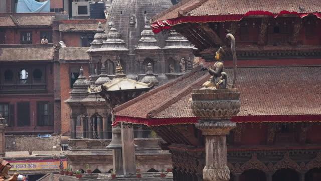 Monumento-antiguo-y-de-los-edificios-en-plaza-de-Durbar-de-patán-de-Katmandú-Nepal
