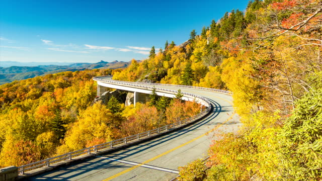 Still-Shot-of-the-Linn-Cove-Viaduct-with-Fall-Colors