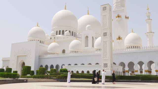 uae-summer-day-arabic-main-mosque-front-4k