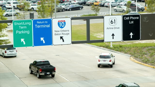 Close-up-Traffic-Leaving-New-Orleans-International-Airport