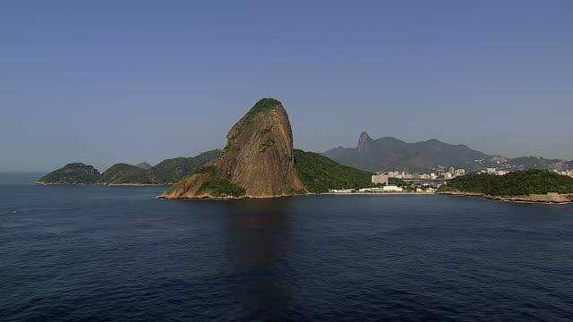 Vista-aérea-de-montaña-de-Pan-de-azúcar-y-ciudad-de-Río-de-Janeiro