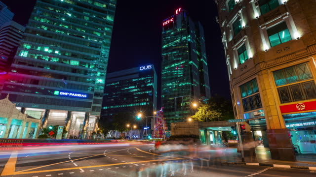 lapso-de-tiempo-de-4-k-de-encrucijada-de-alto-tráfico-de-noche-en-Singapur