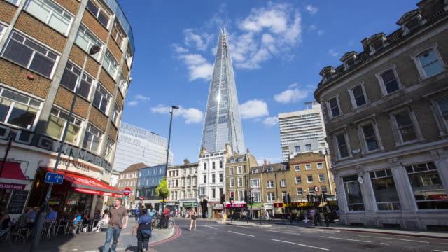 Londres-el-tráfico-en-el-centro-con-el-fragmento-en-el-fondo
