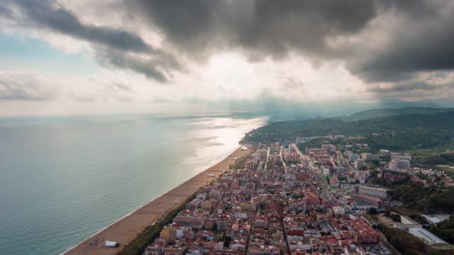 Spanien-Sonnenuntergang-Licht-Barcelona-Bay-City-lights-Antenne-Doppel-Panorama-4k-Zeitraffer