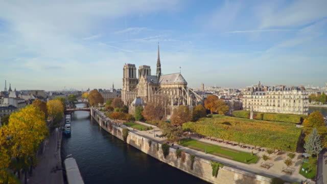Luftaufnahme-von-Paris-mit-Notre-Dame-Kathedrale