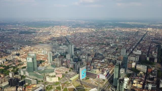 Italia-día-soleado-tiempo-Milán-ciudad-aérea-panorama-4k