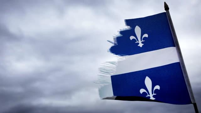 Broken-Quebec-bandera-y-una-triste-Sky-