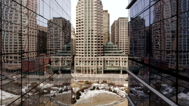 Time-lapse-of-traffic-on-office-building-reflection