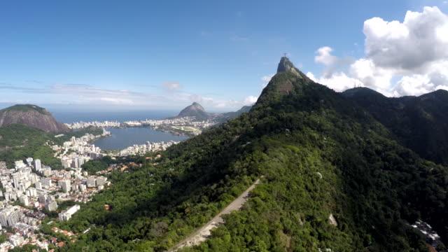 Vista-aérea-de-Cristo-Redentor-Corcovado-y-el-ciudad-de-Rio-de-Janeiro-Brasil