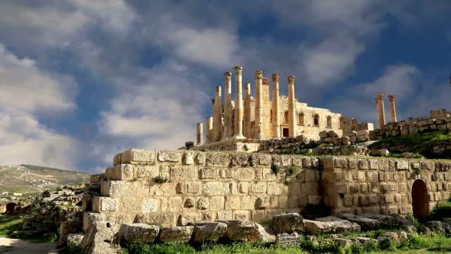 Templo-de-Zeus-jordano-ciudad-de-Jerash-(Gerasa-de-antigüedad)-capital-y-ciudad-más-grande-de-Jerash-Governorate-Jordania