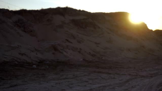 Atardecer-en-las-colinas-de-arena