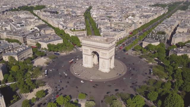 Francia-día-de-verano-soleado-panorama-aéreo-4k-el-triunfo-de-arco-famoso-de-la-ciudad-París-lapso-de-tiempo