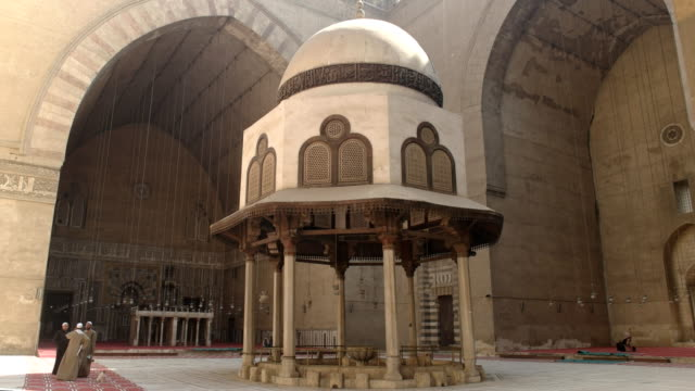 interior-pan-of-the-mosque-of-sultan-hassan-in-cairo-egypt