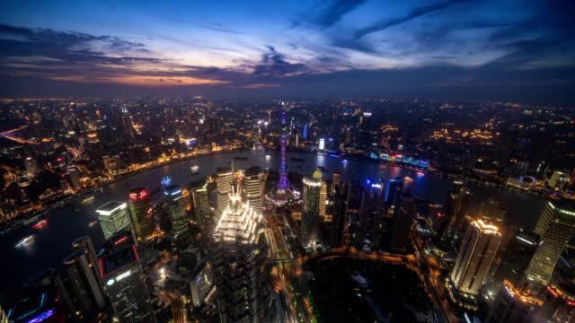 (De-día-a-noche)-lapso-de-tiempo-de-4K-de-horizonte-de-la-ciudad-de-Shanghai-y-paisaje-urbano