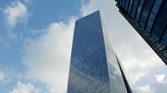 Timelapse-of-modern-glass-skyscraper-in-Tel-Aviv-Israel-with-cloud-relfections