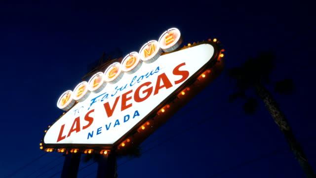 Bienvenido-a-la-fabulosa-Las-Vegas-muestra-en-la-noche-en-4K