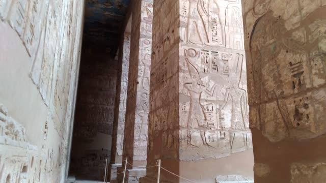 Hermoso-templo-antiguo-de-Medina-Habu-Egipto-Luxor-
