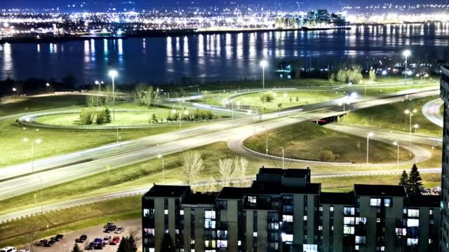 Salida-de-la-autopista-por-la-noche-lapso-de-tiempo-de