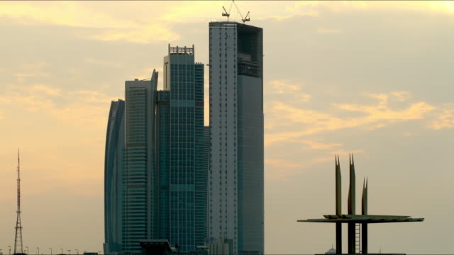 sunny-skyscrapers-abu-dhabi-time-lapse