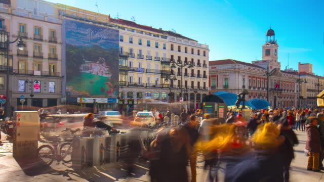 Madrid-la-luz-del-día-de-Puerto-del-sol-caminando-y-la-estación-turística-bicicleta-4-K-lapso-de-tiempo-de-España