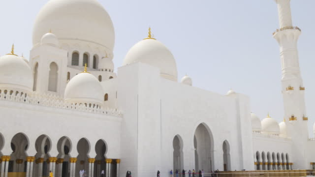uae-day-light-main-mosque-inside-front-view-4k