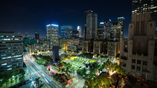 Centro-de-Los-Angeles-y-cuadrado-de-Pershing-en-Timelapse-de-noche