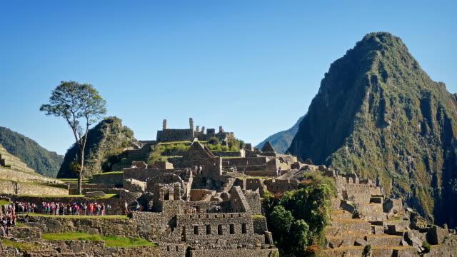 Restos-de-la-antigua-ciudad-de-Machu-Picchu-bajo-el-sol