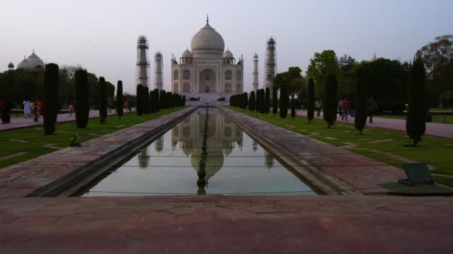 Día-Mahal-Taj-a-la-noche-India
