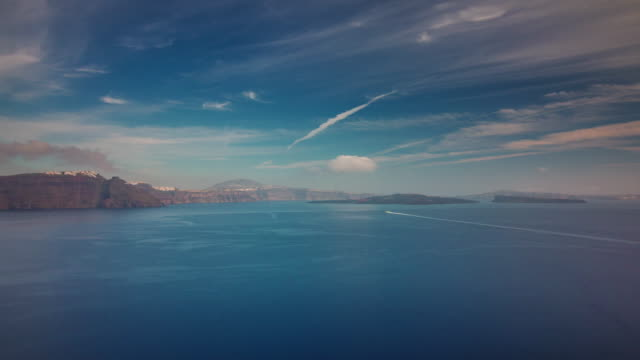 panorama-de-Bahía-de-la-isla-de-santorini-día-soleado-4-tiempo-k-caer-Grecia